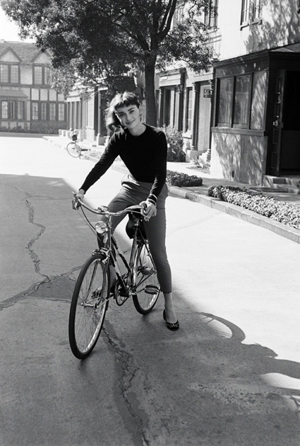 audrey-hepburn-on-bike_3