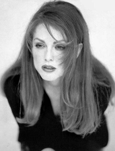 julianne-moore-20041206-16793